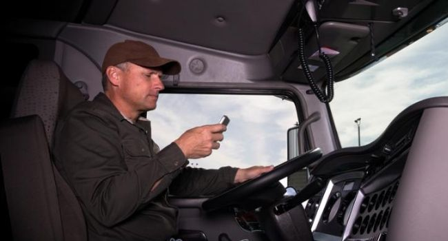 Distracted-Driving-Truck-Driving