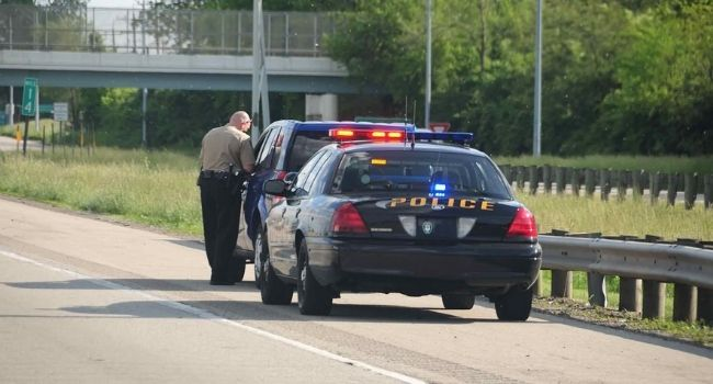 Being-Pulled-Over-By-Cops-Problems-Faced-By-Drivers-on-a-Trip